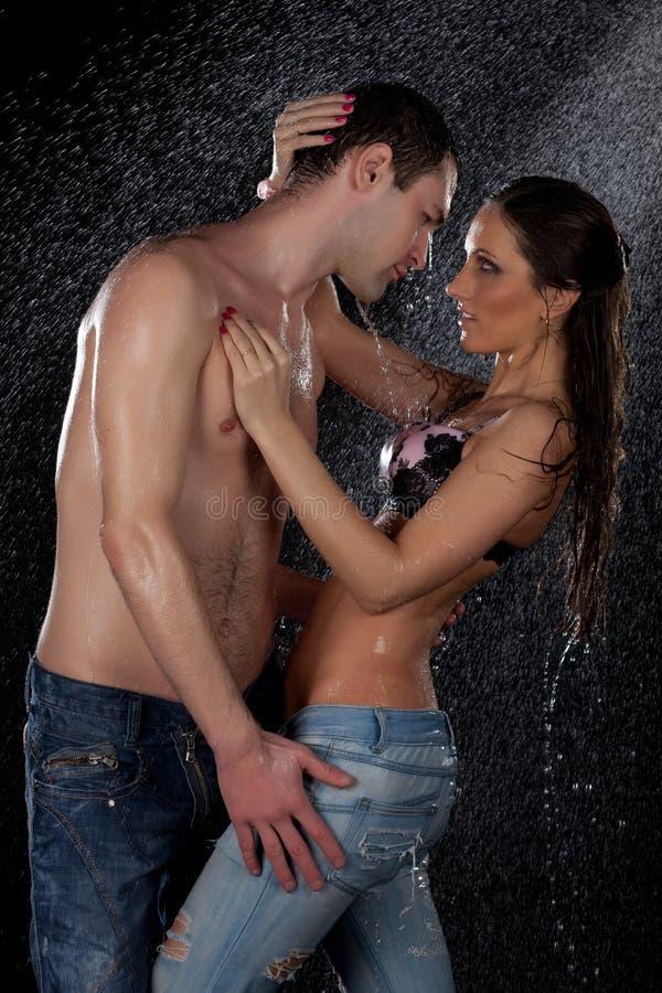Giovani coppie amorose. fotografia stock libera da diritti