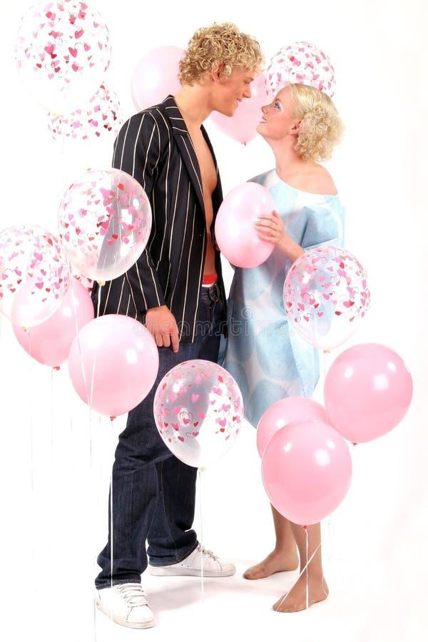 Giovani coppie bionde nell'amore immagine stock libera da diritti