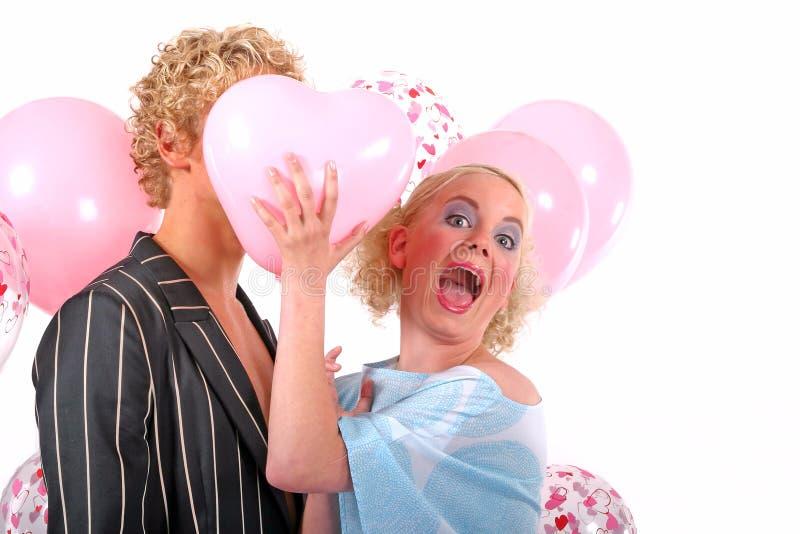 Giovani coppie bionde nell'amore immagine stock