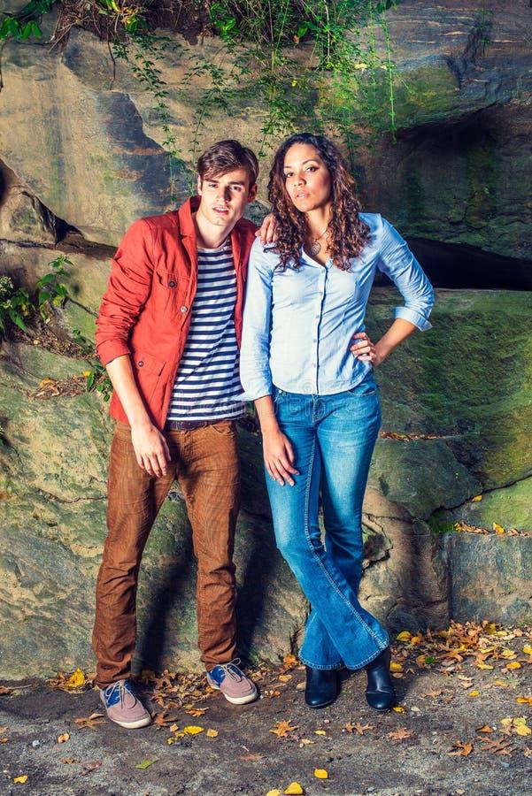 Giovani coppie dell'uomo e della donna immagini stock