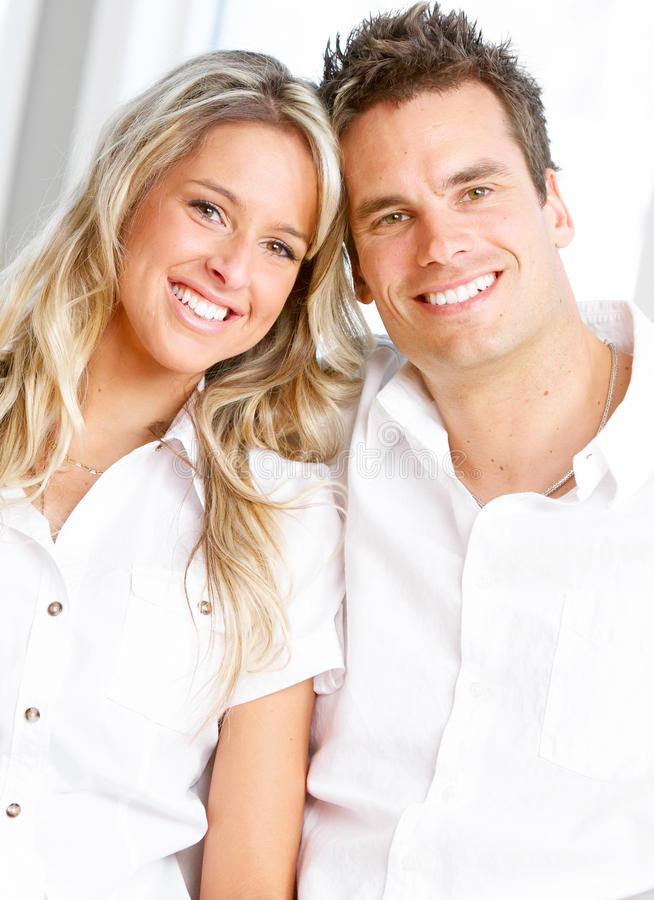 Giovani coppie di amore immagini stock libere da diritti