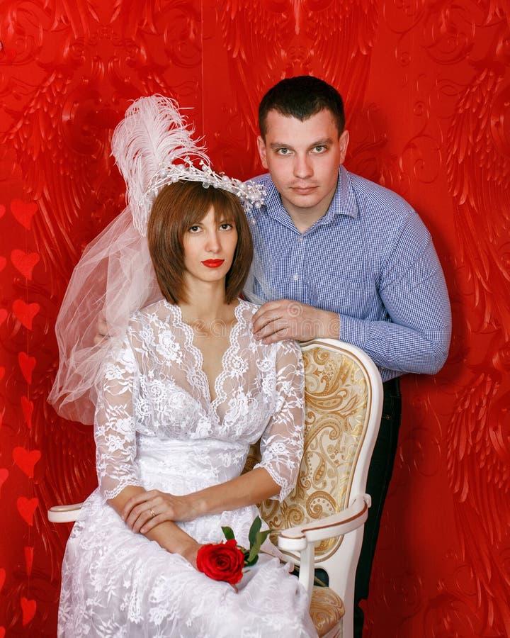 Giovani coppie di cerimonia nuziale immagini stock