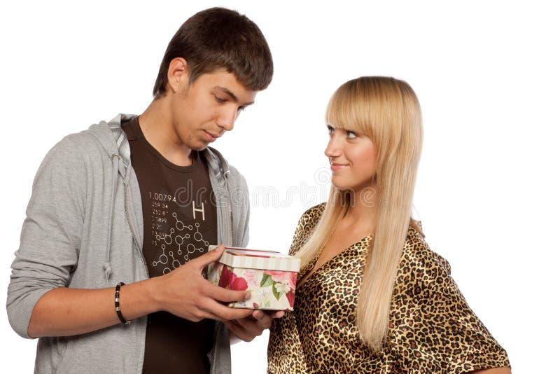 Giovani coppie enamoured immagine stock