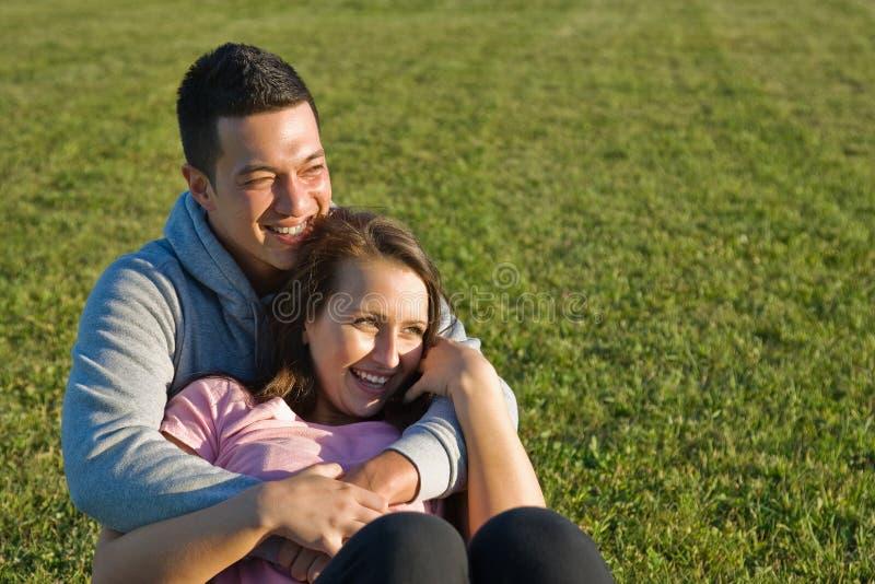 Giovani coppie felici immagine stock libera da diritti