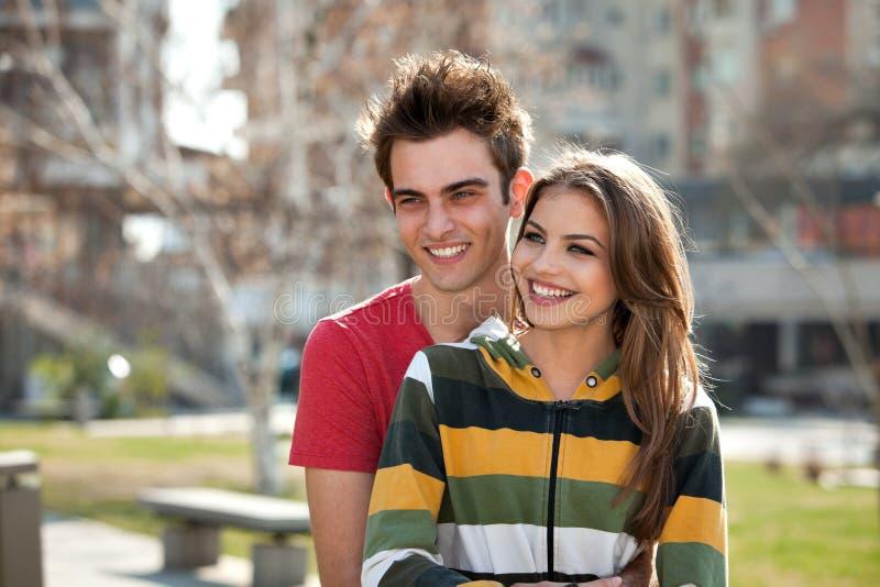 Giovani coppie felici fotografia stock libera da diritti