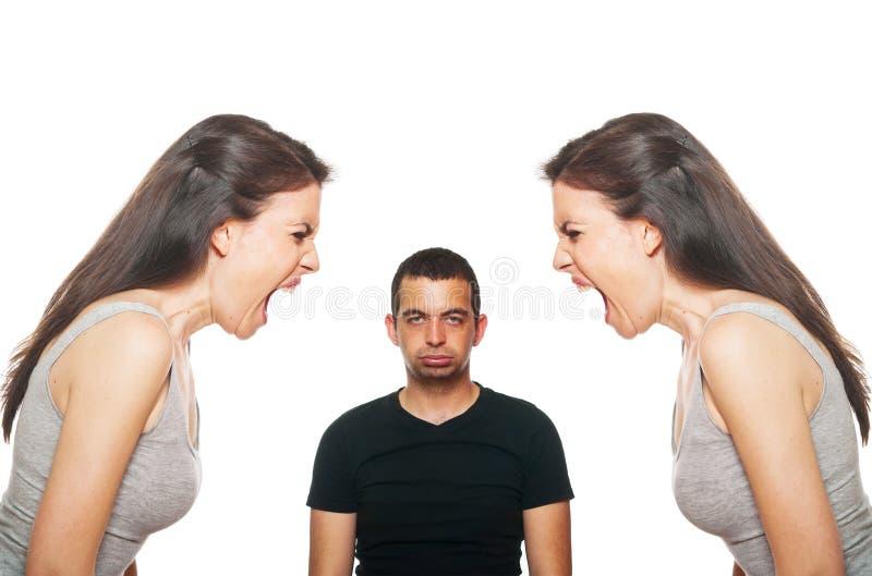 Giovani coppie infelici che hanno un argomento fotografia stock