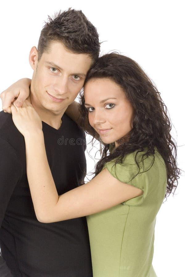 Giovani coppie snuggling immagine stock