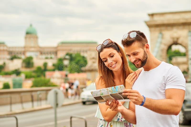 Giovani coppie turistiche fotografia stock