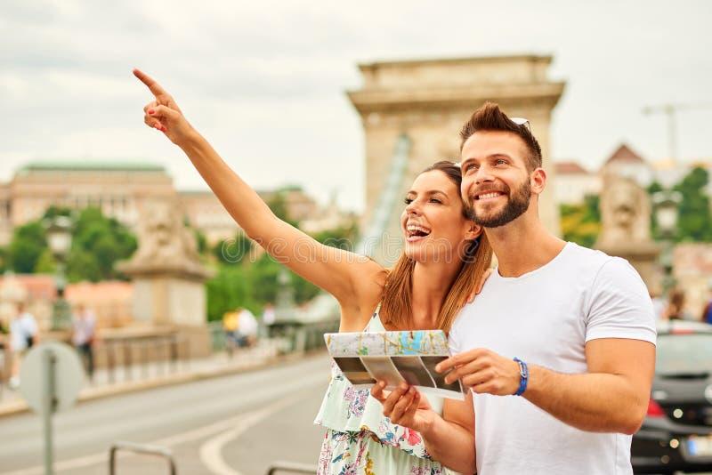 Giovani coppie turistiche fotografie stock libere da diritti
