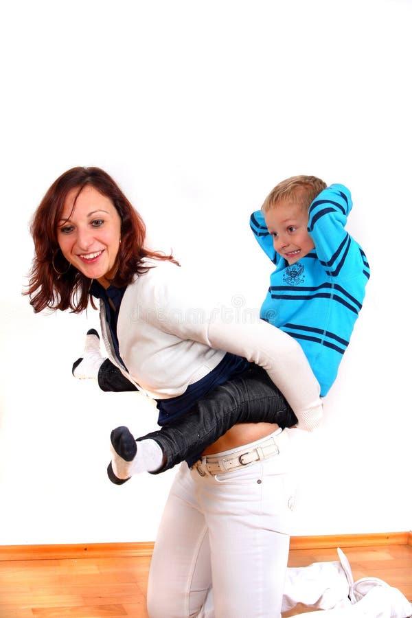 Download Giovani della famiglia immagine stock. Immagine di felice - 7323213