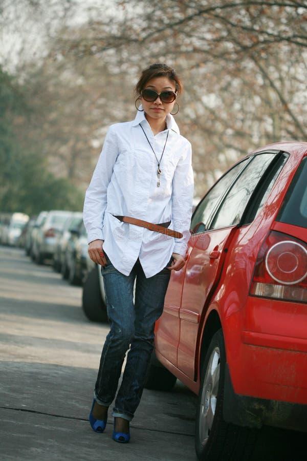 giovani della ragazza dell'automobile fotografie stock