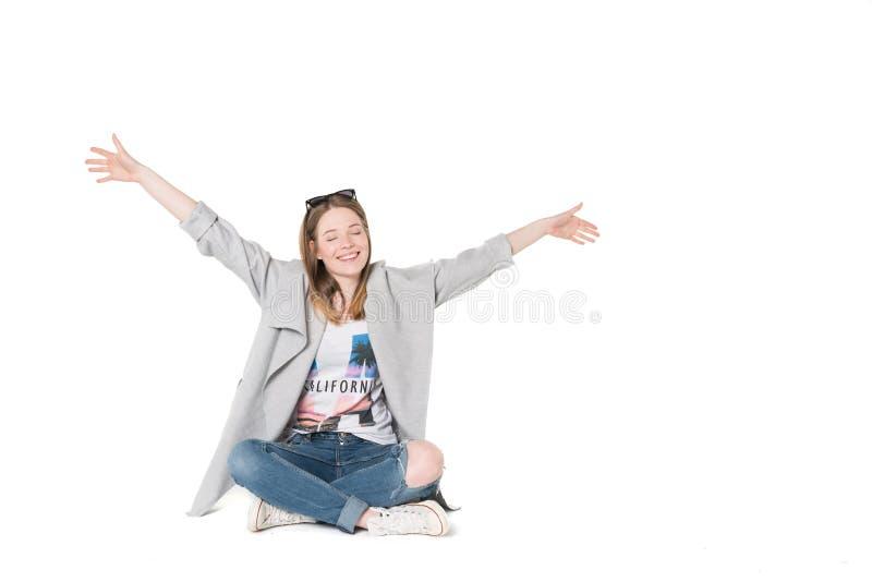 giovani donne in abbigliamento casual fotografie stock libere da diritti