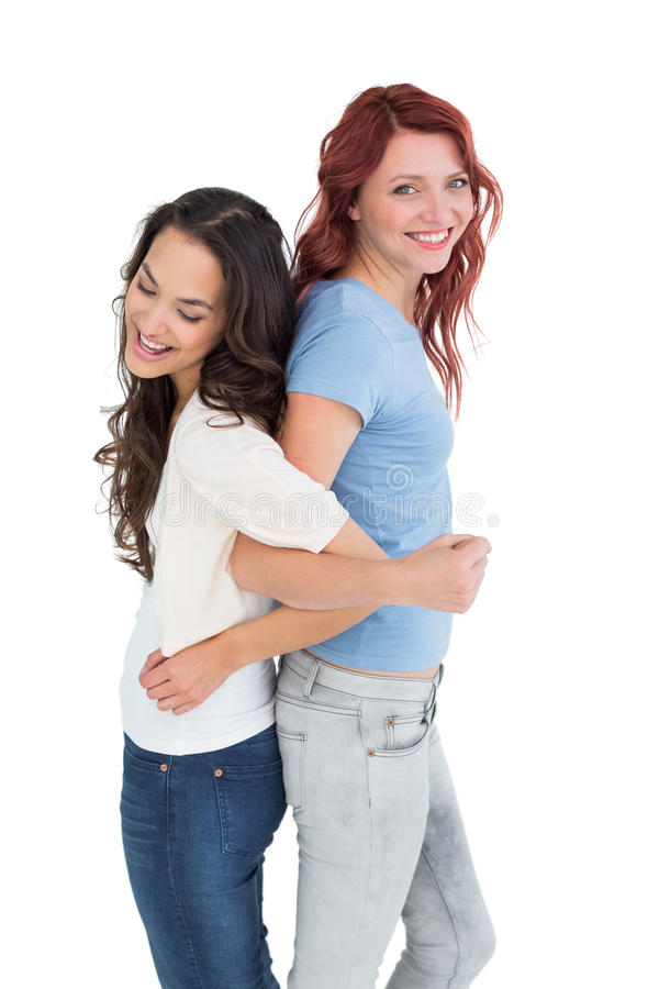 Giovani donne che stanno di nuovo alla parte posteriore con le mani collegate immagini stock
