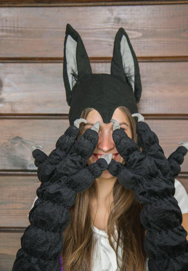 Giovani donne in costume di Carnaval del lupo fotografie stock