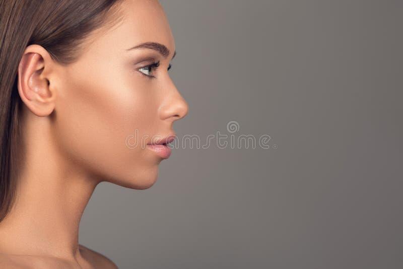 Giovani e fronte abbastanza femminile fotografia stock