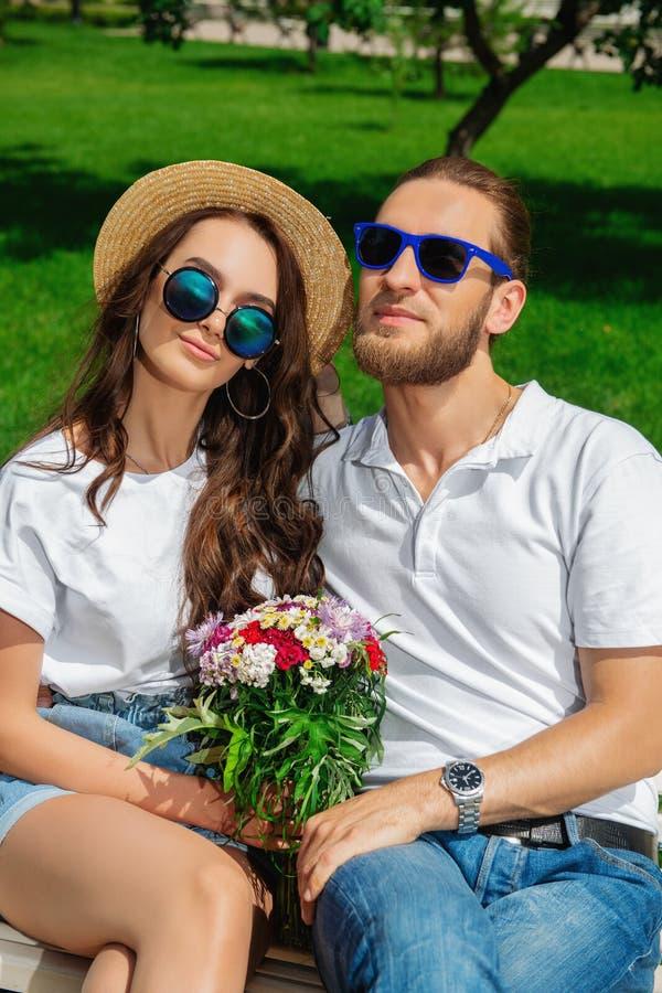 Giovani felici fotografie stock