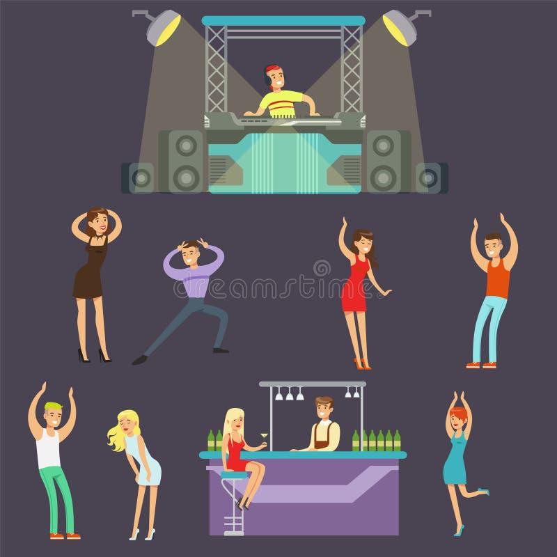 Giovani felici che ballano in night-club e che bevono in Antivari con il DJ che gioca l'illustrazione di vettore del fumetto di m illustrazione di stock