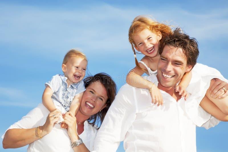 giovani felici della famiglia immagini stock