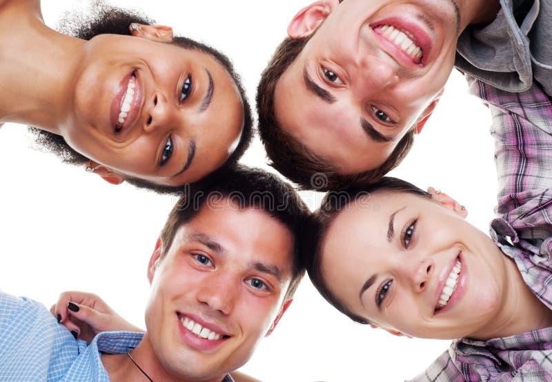 Giovani felici nel cerchio fotografia stock libera da diritti