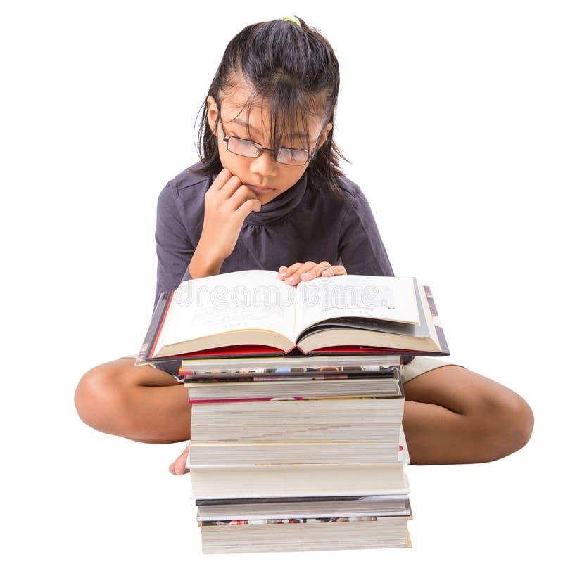 Giovani libri di lettura asiatici della ragazza IV fotografia stock
