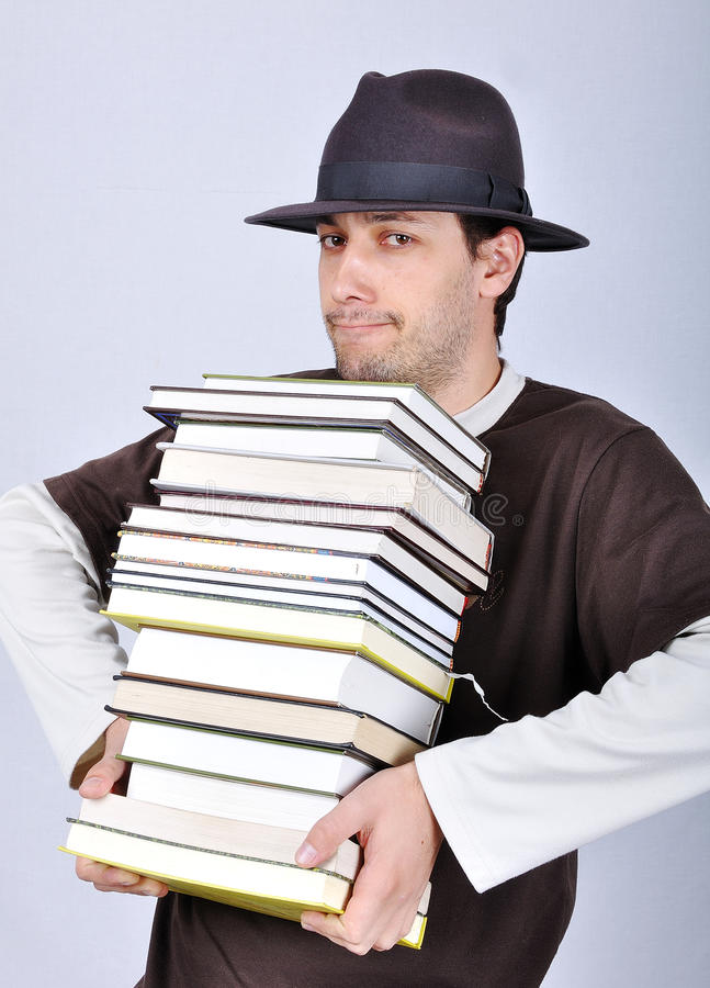 Giovani libri maschii della holding immagini stock libere da diritti