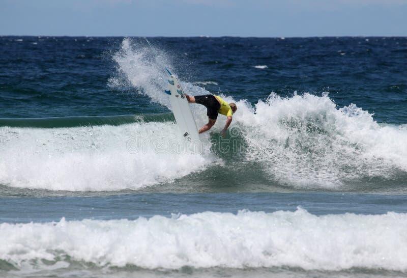 Giovani nazionali - spiaggia virile aperta dell'australiano fotografie stock libere da diritti