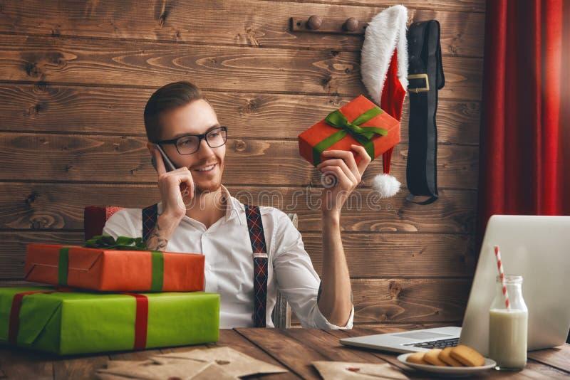 Giovani Santa Claus dei pantaloni a vita bassa immagine stock libera da diritti