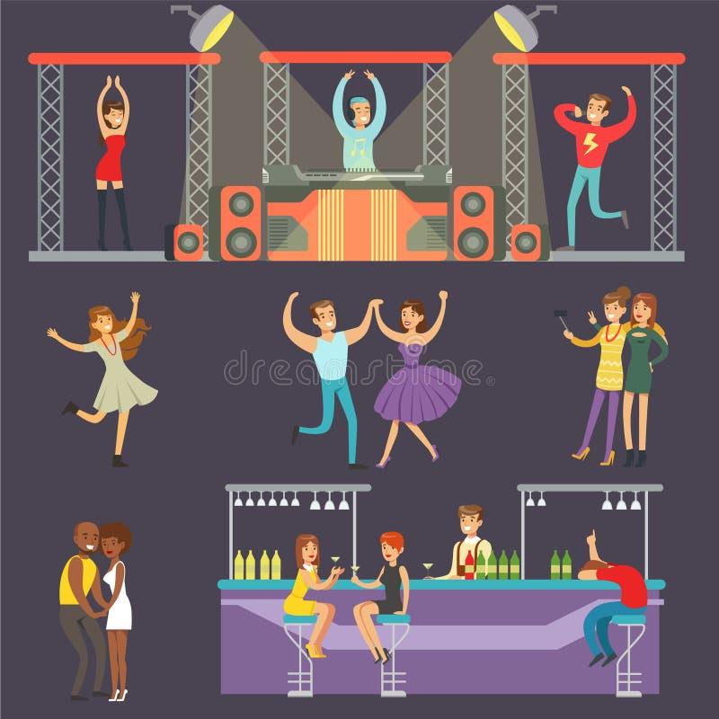 Giovani sorridenti che ballano in night-club e che bevono in Antivari con il DJ che gioca l'illustrazione di vettore del fumetto  illustrazione vettoriale