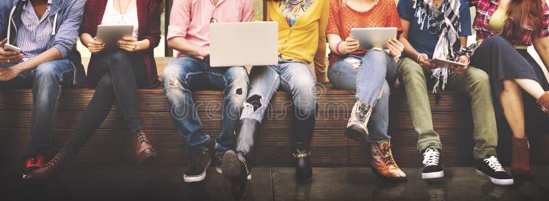 Giovani Team Together Cheerful Concept degli adolescenti fotografia stock