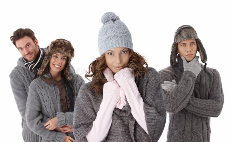 Giovani in vestiti caldi immagine stock libera da diritti