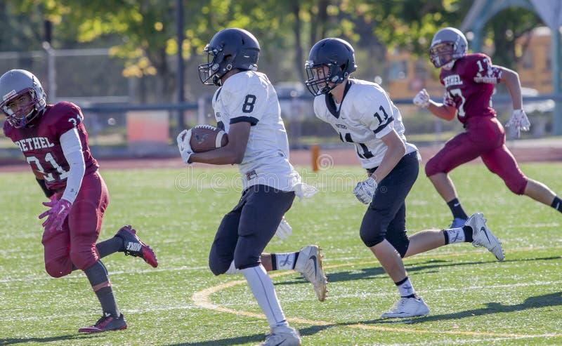 Gioventù che giocano calcio della High School fotografia stock libera da diritti