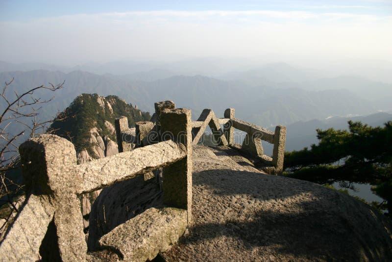 Gipfel des hohen Berges lizenzfreies stockfoto