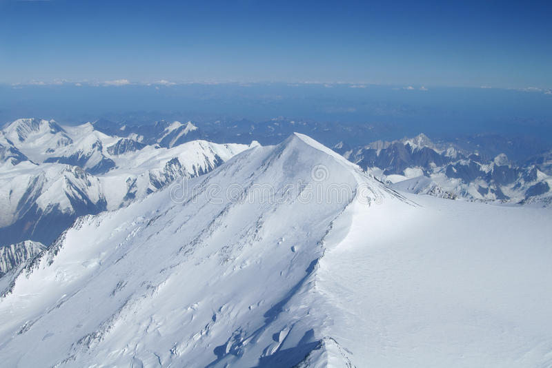 Gipfel zum Horizont in der Denali Wildnis stockfotografie