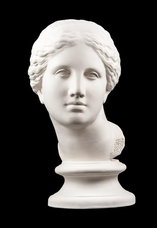 Gipskopia av det forntida statyVenus huvudet som isoleras p? svart bakgrund Framsida f?r murbrukskulpturkvinna arkivbild