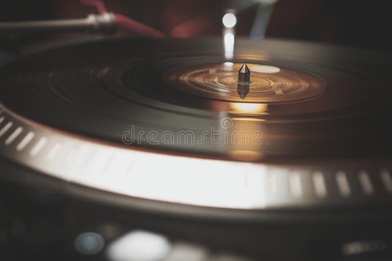 Giradischi professionale del vinile della piattaforma girevole del DJ fotografie stock libere da diritti