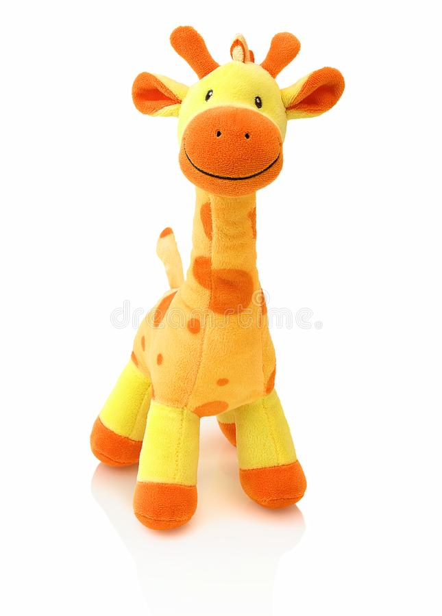 Giraf plushie pop op witte achtergrond met schaduwbezinning die wordt geïsoleerd Girafpluche gevulde marionet op witte achtergron stock fotografie