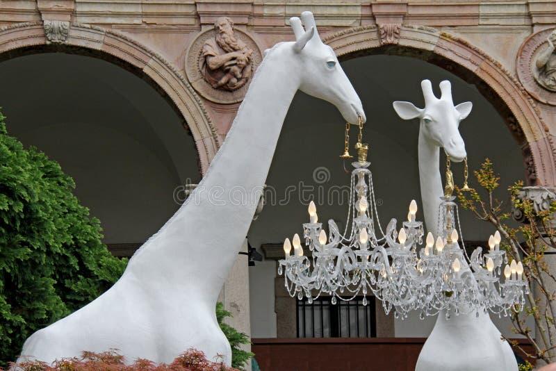 """""""Giraffe в любов """"; установка Marcantonio для Qeeboo стоковые изображения"""