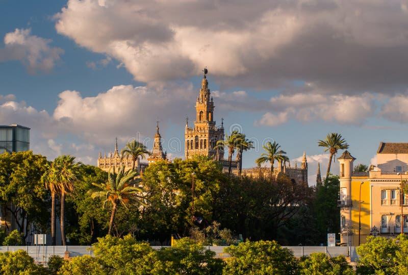 Giralda-Helm-Glockenturm von Sevilla-Kathedrale stockfotos