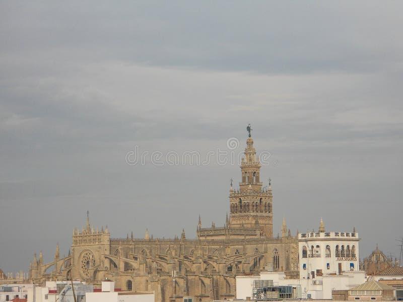 Giralda van de kathedraalla van Sevilla ` s in Spanje stock foto's