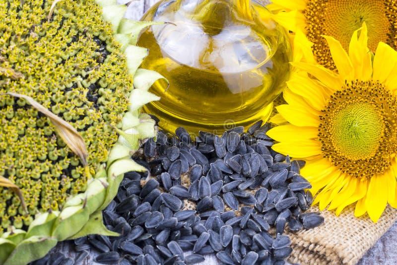 Girassol, óleo de girassol e sementes de girassol imagens de stock royalty free