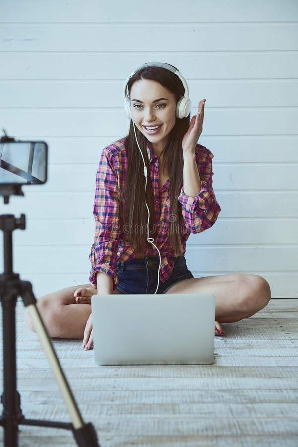 Girl Blogger arkivbilder