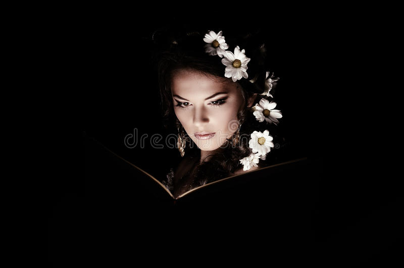 Girl With Chamomile With Mystic Light Royalty Free Stock Photos