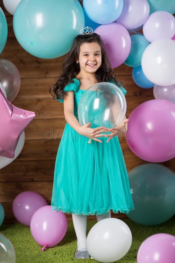 Free Girl Child With Balloons Royalty Free Stock Photos - 138434098