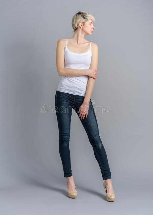 Free Girl Full Length Snap At Studio In Casual Outfit Stock Photo - 139495030