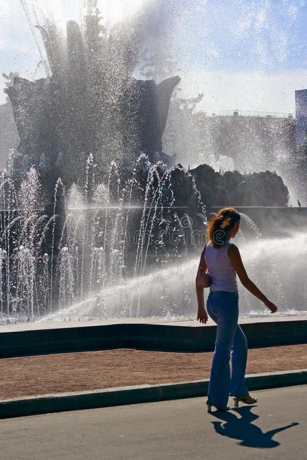 The girl, her shadow and a fountain