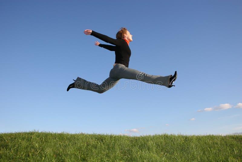 girl jump arkivfoton