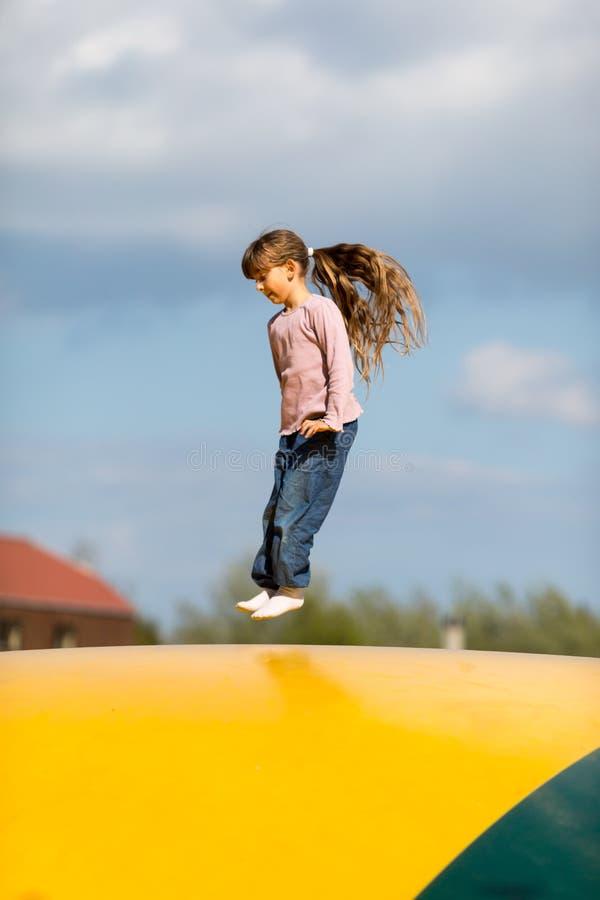 Download Girl jump стоковое изображение. изображение насчитывающей outdoors - 40582871