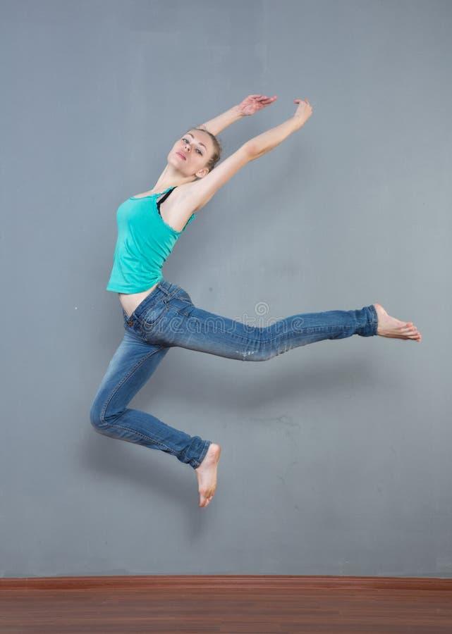 girl jump royaltyfri fotografi