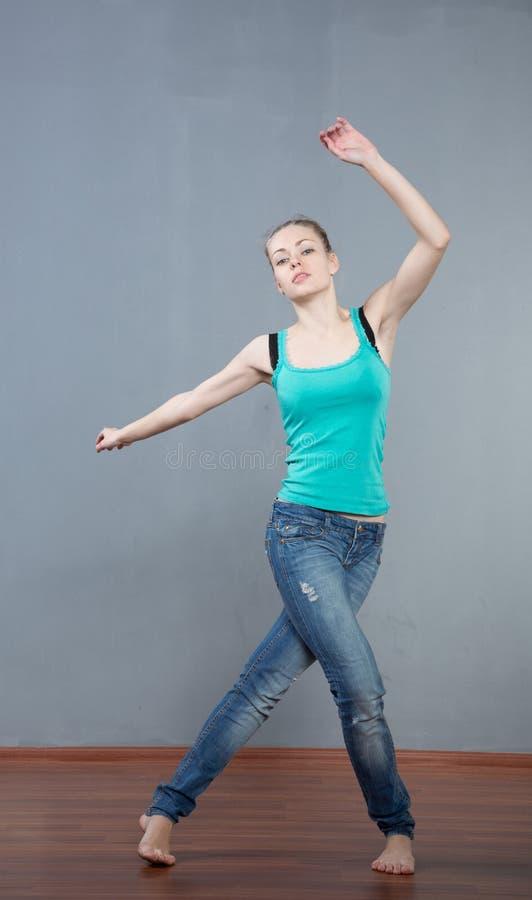 girl jump royaltyfri foto