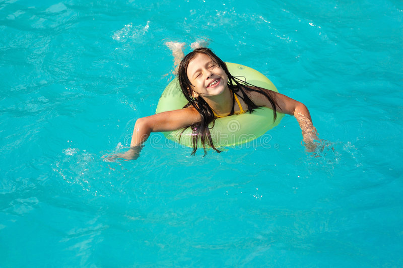 girl little pool στοκ εικόνες